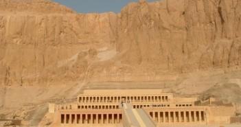 Świątynia Hatszepsut w Deir el-Bahari w Egipcie. Fot. Szymon Zdziebłowski