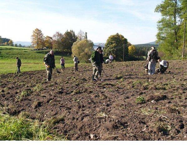 Czechy. Archeolodzy i wolontariusze. Trisov. Badania na oppidum celtyckim w 2011 r.