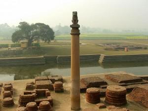 Filar z czasów Aśoki w Vaishali, Bihar, Indie, Rajeev Kumar, CC BY-SA 2.5