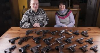 Paweł i Iwona Zaniewscy z częścią swoich eksponatów