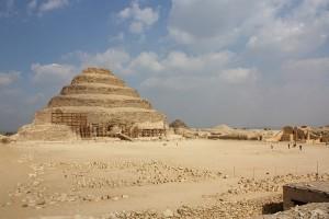 Piramida schodkowa w Sakkarze. autor Wknight94