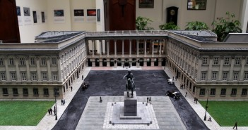 Miniatura Pałacu Saskiego prezentowana w Parku Miniatur. Fot. J. Borowska