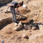 odkrywanie-jednego-z-grobow