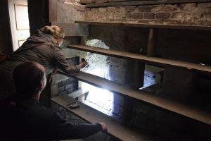natalka-tomek-i-pod-schodami