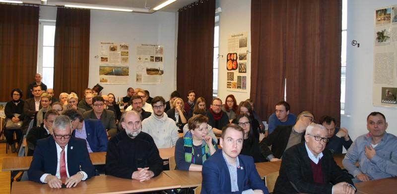 Uczestnicy promocji publikacji z badań w Izdebnie Kościelnym (Fot. R.Wyrostkiewicz)